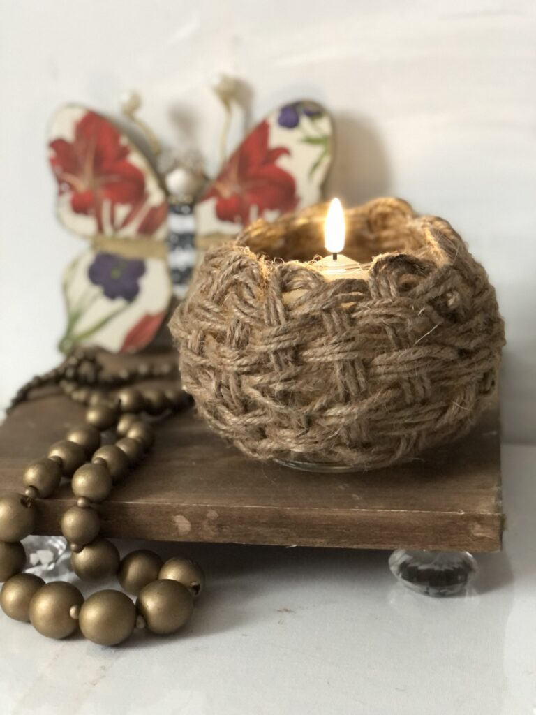 Learn how to transform a Dollar Tree glass vase to a stunning beauty. Learn how to weave with jute around glass vase. Boho home decor diy. Trash to treasure diy. Jute braiding