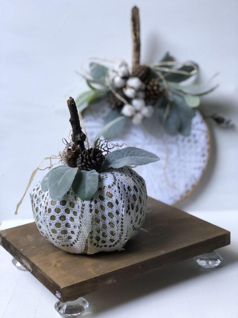 Shabby chic fall decor diy. Embroidery hoop pumpkin. Fall crafting with doilies. Budget friendly fall decor idea