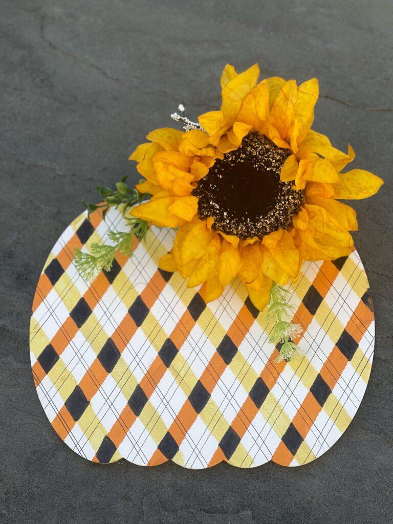Learn how to paint easy fall buffalo check plaid pattern. Fall candy corn buffalo check/ plaid pattern tutorial. Fun detail to fall decor diy