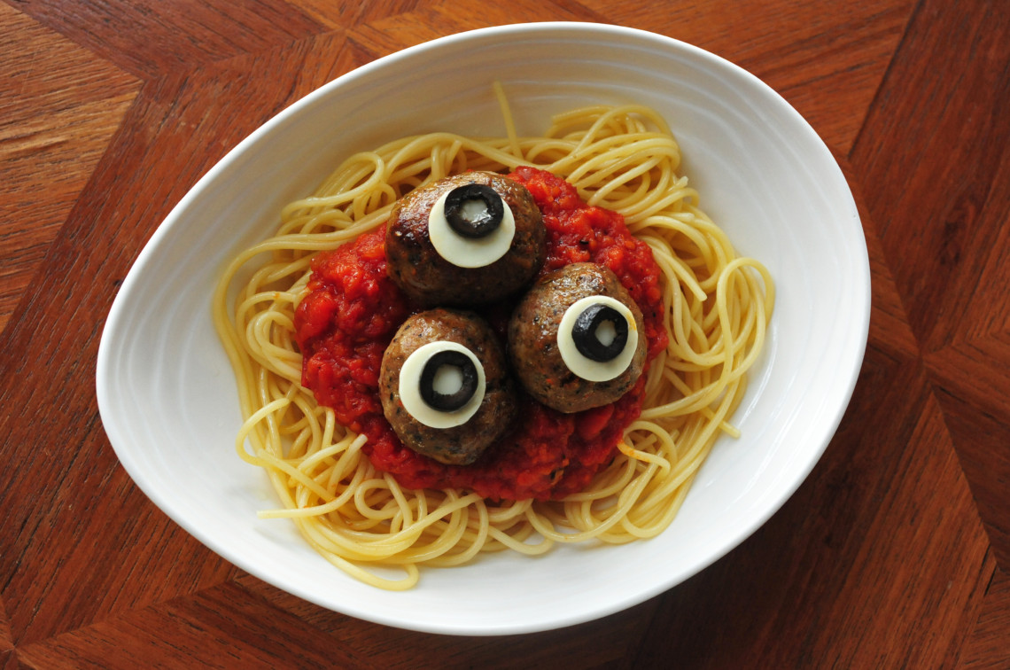 made-burger-bistro_kids-special-spooky-spaghetti-with-eyeballs