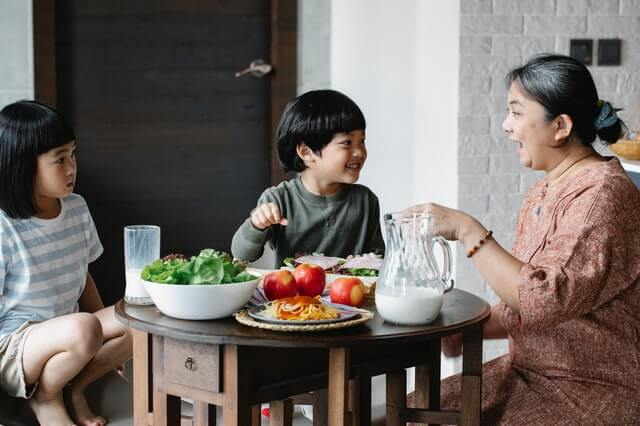 Teach Your Children Healthy Eating with These Simple, Nutritious Tips