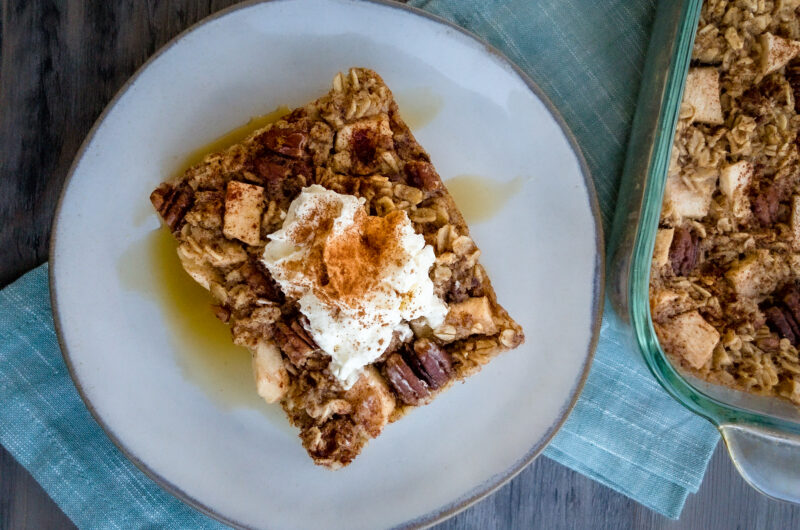 Apples and Cinnamon Baked Oatmeal