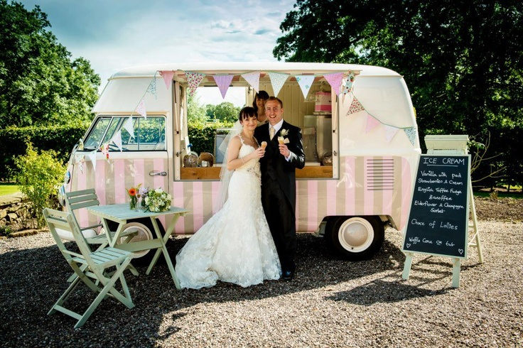 wedding-ice-cream-truck-love-the-pink-stripes