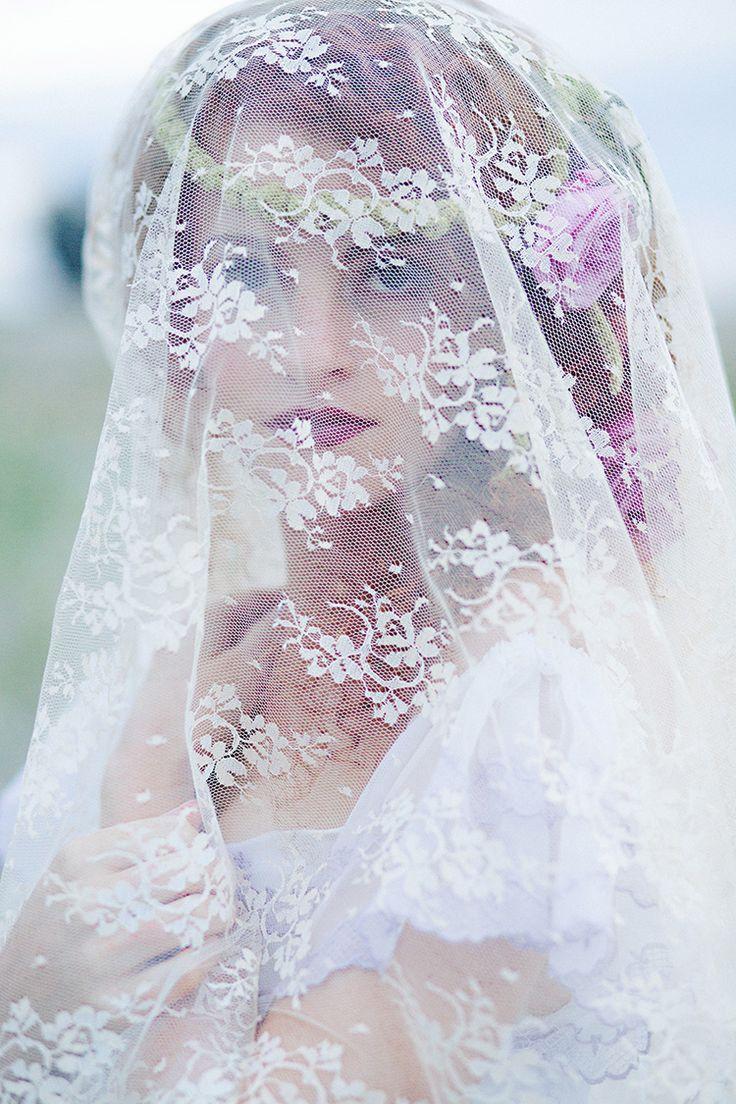 bridal-veil-lace-red-head-beauty-romantic-brides-pinterest