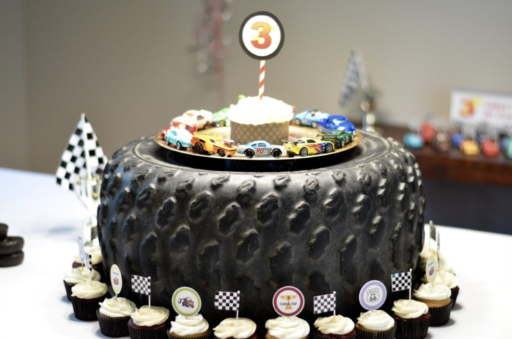 Black cars cake
