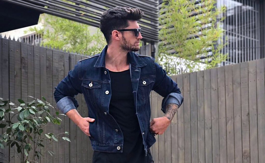 black_jeans_black_t-shirt_denim_jacket