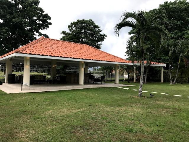 VENDO CASA DE PLAYA DENTRO DEL CLUB DEL GOLF DE CORONADO 2800 M2 LOTE