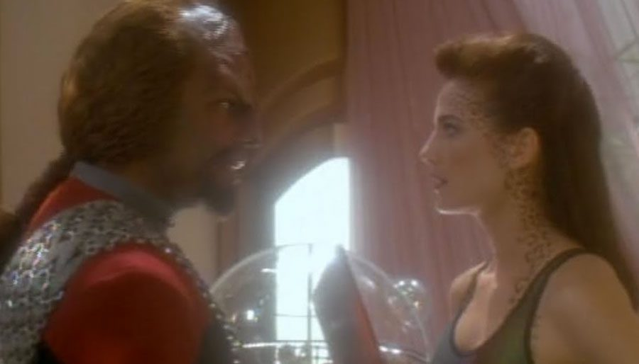 """Uninspired antagonists, Klingon angst and glittery swimming trunks – DS9's """"Let He Who Is Without Sin"""" has it all … sorta."""
