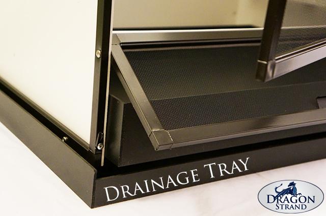 Chameleon cage drainage tray