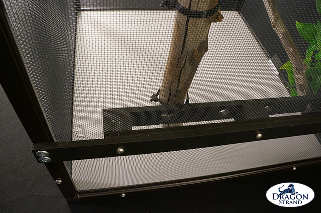 Dragon Ledge Installed on Chameleon Cage