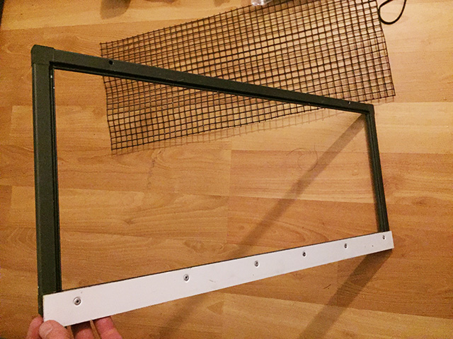 screen off chameleon cage