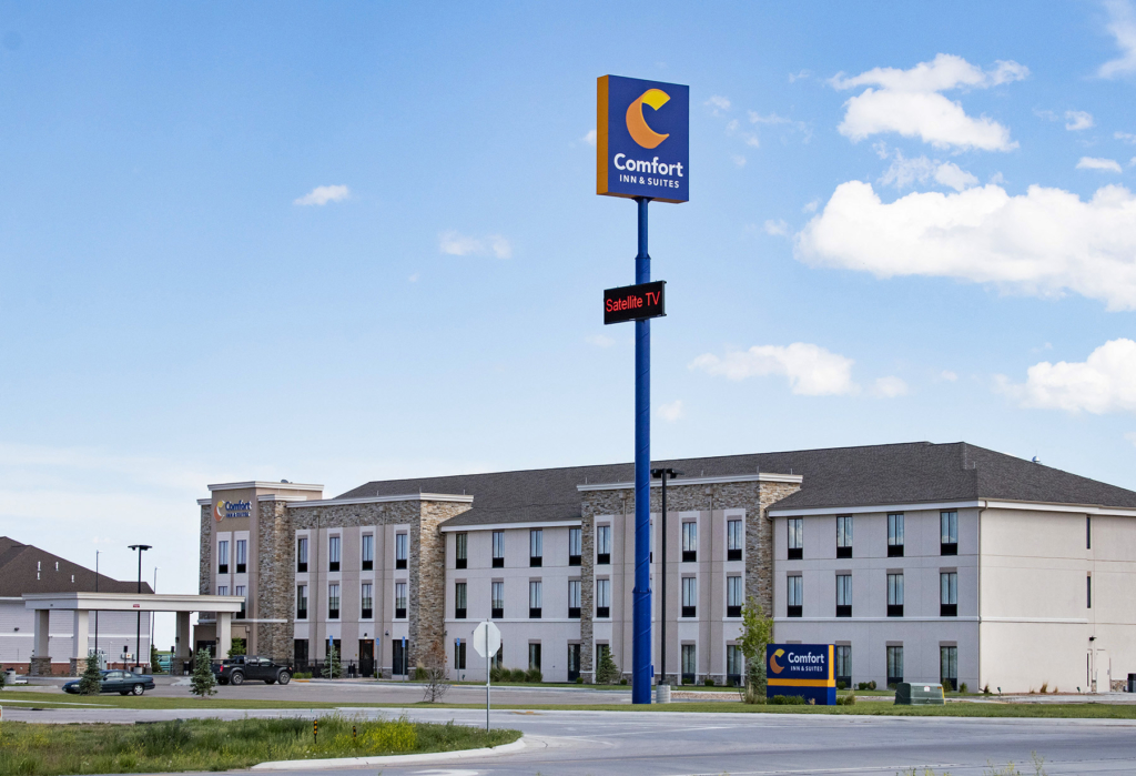 Comfort Inn Suites_v2small.jpg