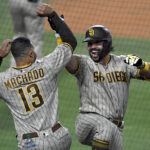 Bullpen stifles Dodgers, Hosmer comes through as Padres win 2-1