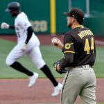 Padres' offense sputters in 5-1 loss to Pirates