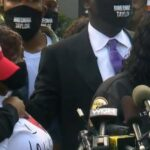 cbsn-fusion-breonna-taylors-family-demands-to-see-evidence-from-grand-jury-trial-thumbnail-554505-640x360.jpg