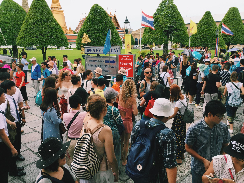 Bangkok palace crowd