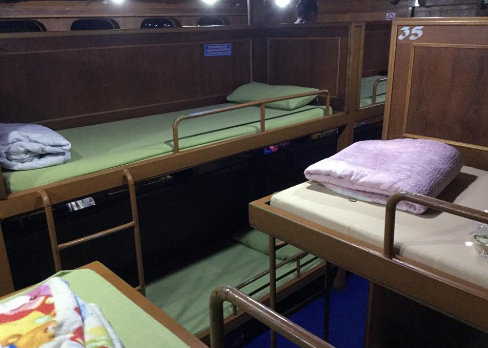 8 Cheap Alternatives to Hotels | Overnight boat to Koh Tao Thailand