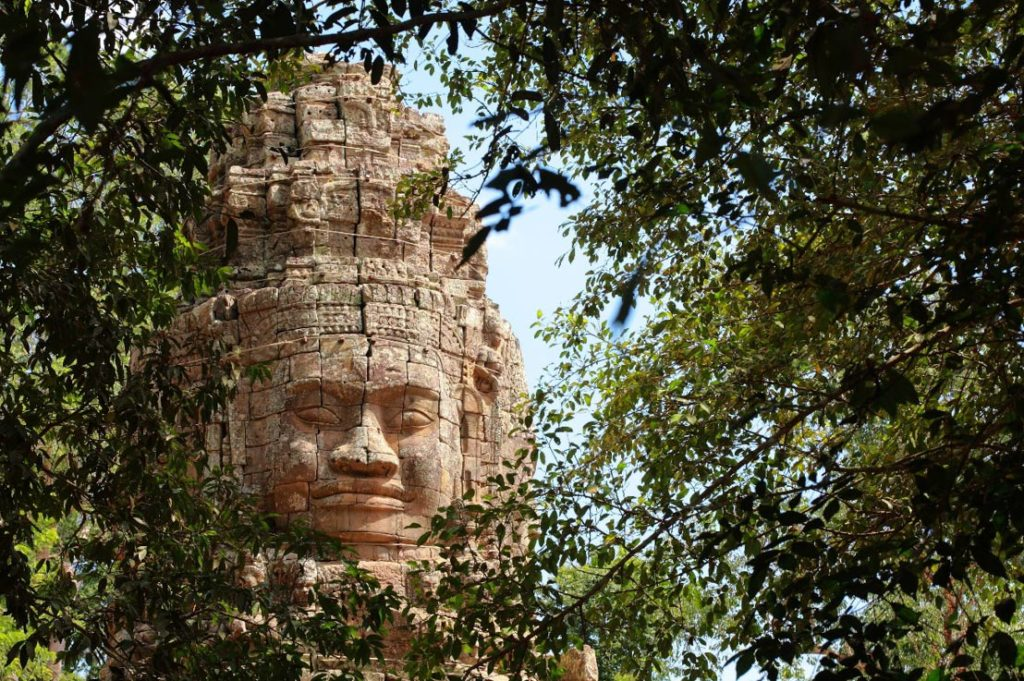 stone-face-at-bayon-temple