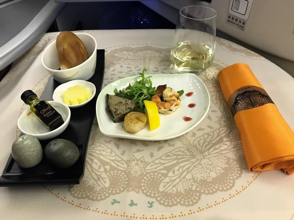 Food in business class, shrimp and scallop