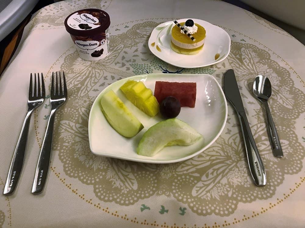 Airline dessert Haagen Daz and fruit