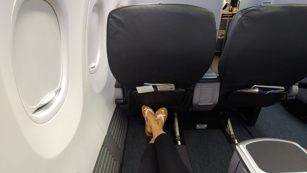 Foot Space on Copa Boeing 737-800