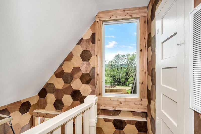 AC-Loft Hexagon Window