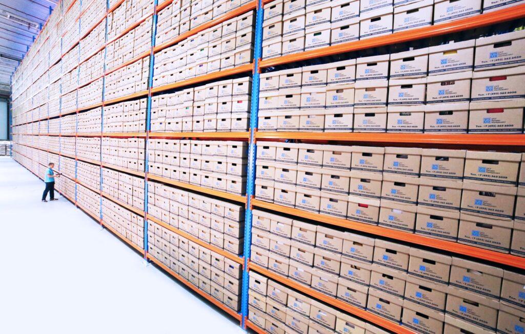 safety inventory adalah item yang Anda simpan untuk mengantisipasi fluktuasi permintaan.