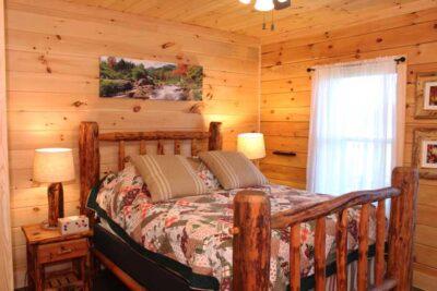bedroom_log-home-manufacturers_model-log-home