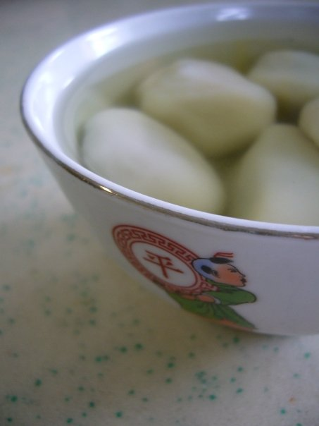 Ah boling in pandan broth from my favourite stall in Chinatown. Sadly the stall owner has passed away.