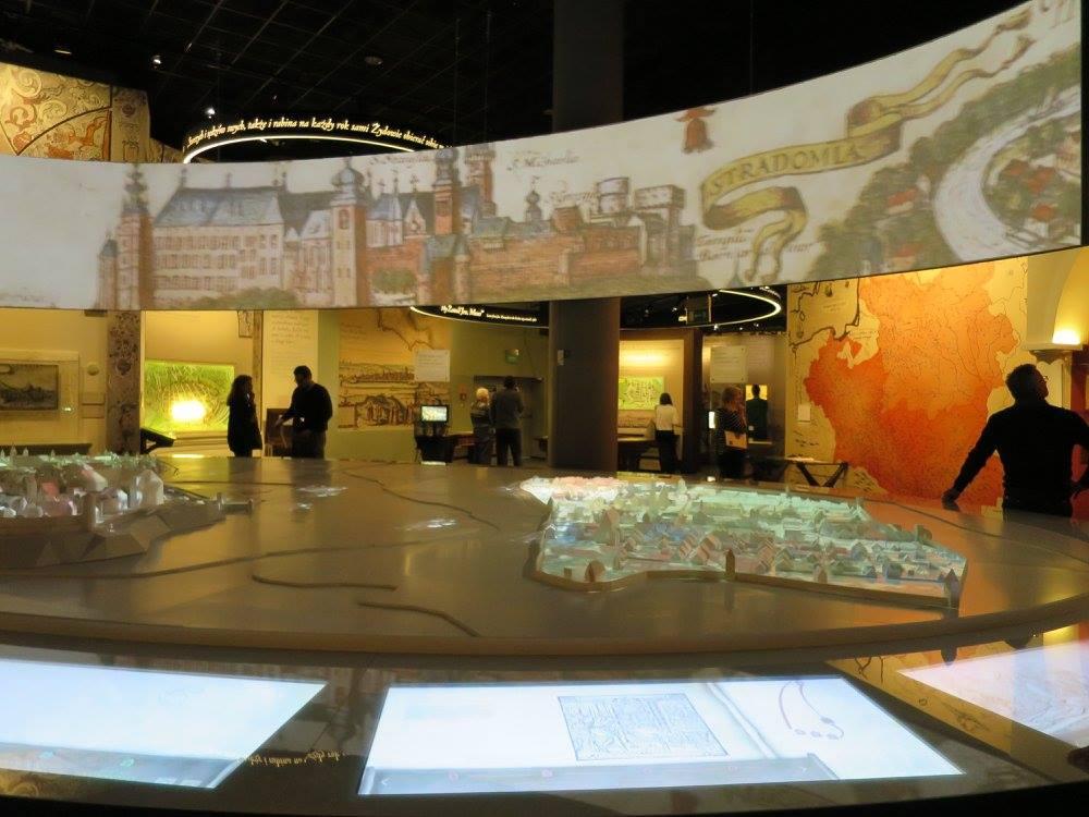 POLIN museum exhibit screens
