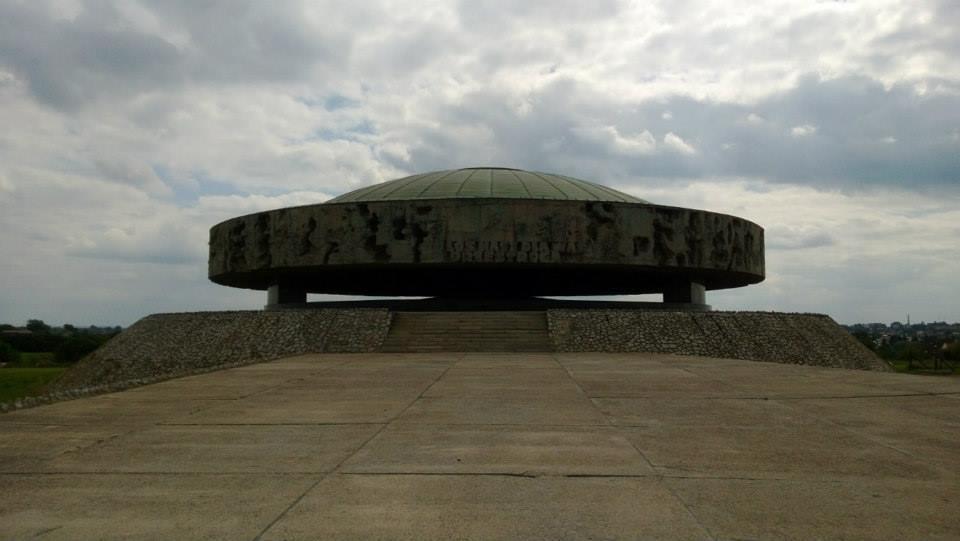 Majdanek mausoleum