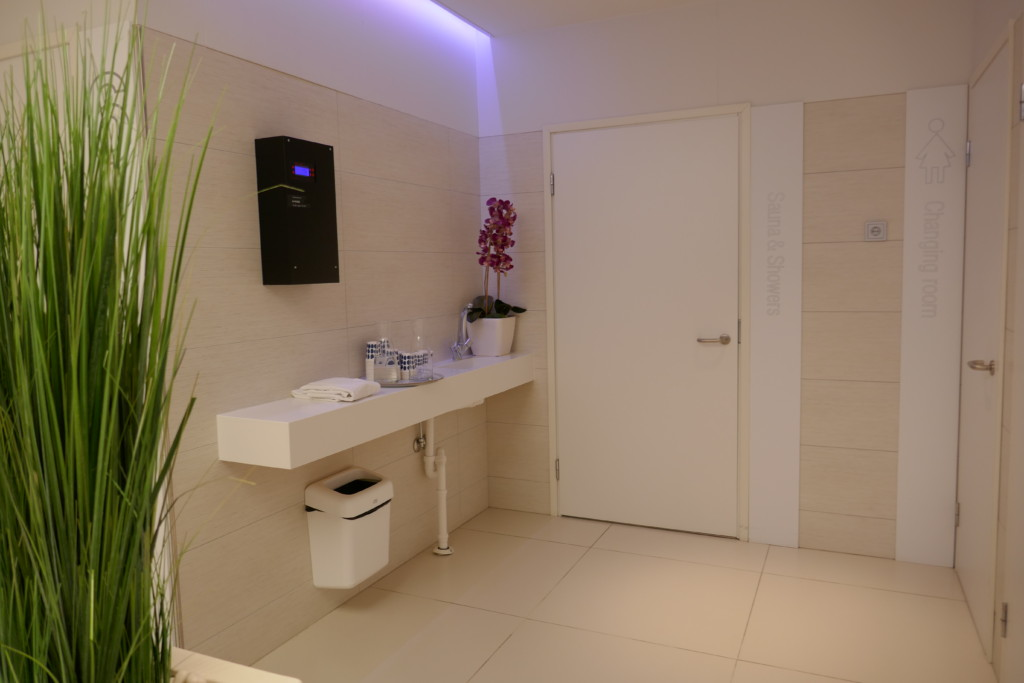 Finnair lounge sauna and shower