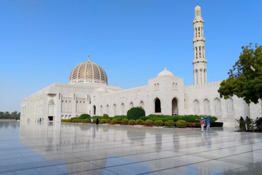 Oman road trip to Sultan Qaboos Grand Mosque