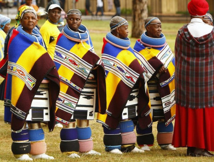 Ndebele women in traditional attire attend the inauguration of Jacob Zuma as president of South Africa in Pretoria May 9, 2009. Zuma was sworn in after a remarkable political comeback and quickly highlighted the challenges he faces as Africa's biggest economy heads towards recession. REUTERS/Siphiwe Sibeko (SOUTH AFRICA POLITICS)
