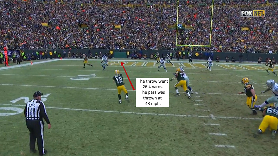 Aaron Rodgers throws TD