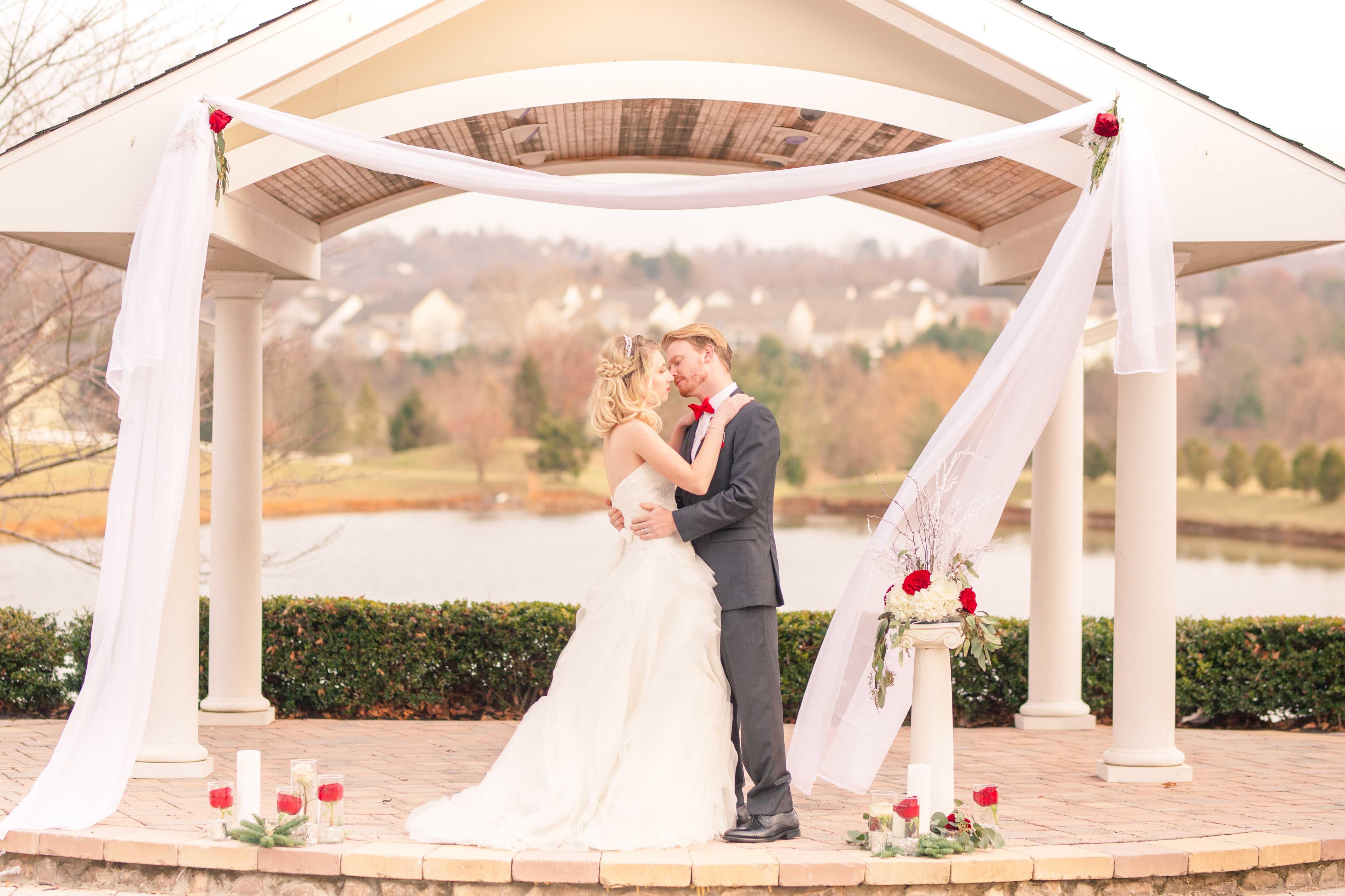 winter wedding couple kiss