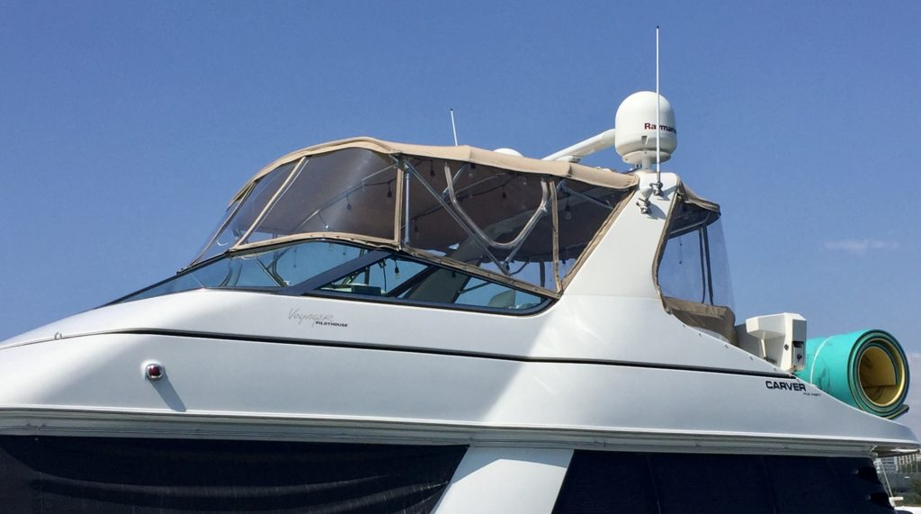 2000 Carver 530 Voyager Pilothouse with 3 Forward Makrolon Windows