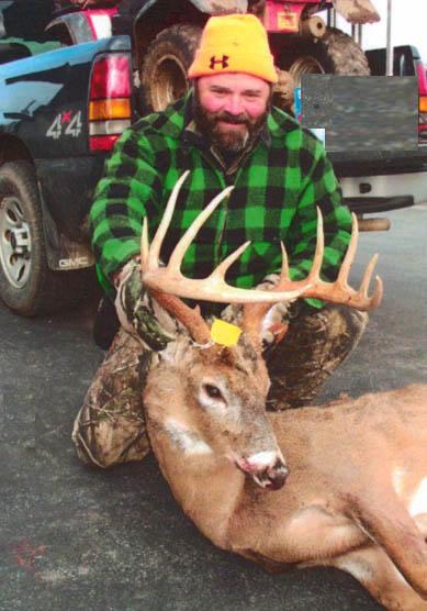"2010: Bob ""B-O-B"" Tripp of Fort Ann, NY, 12-pointer, 150 pounds"