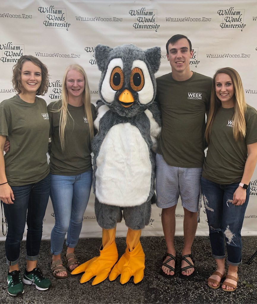 President's Twenty Members posing with Screech for the Week of Welcome