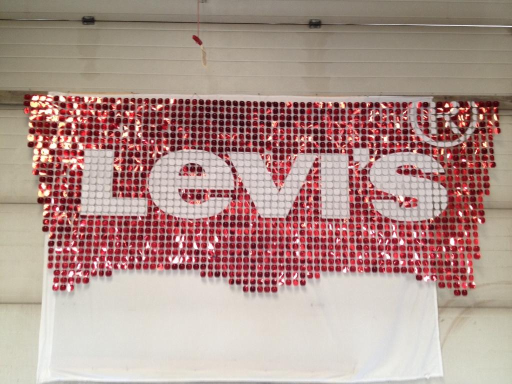 Levis 120 SolaRay sign (1024x768).jpg