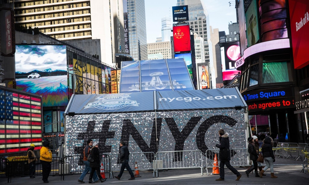 Super Bowl 48 #NYC SolaRay Sequin Sign 1 (1024x612).jpg