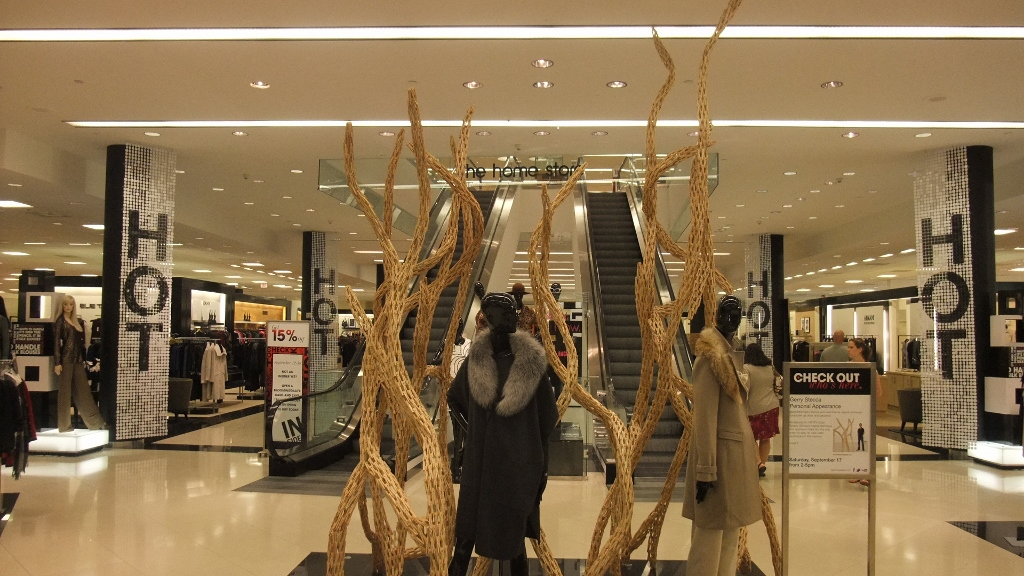 Bloomingdales Aventura HOT Sale Displays (4) (1024x576).jpg