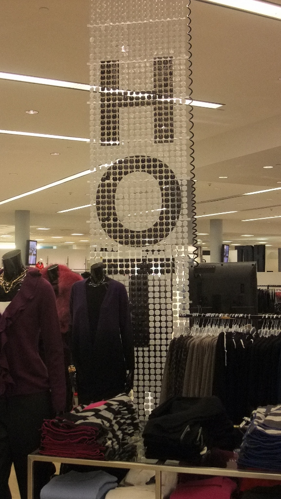 Bloomingdales Aventura HOT Sale Displays (5) (576x1024).jpg