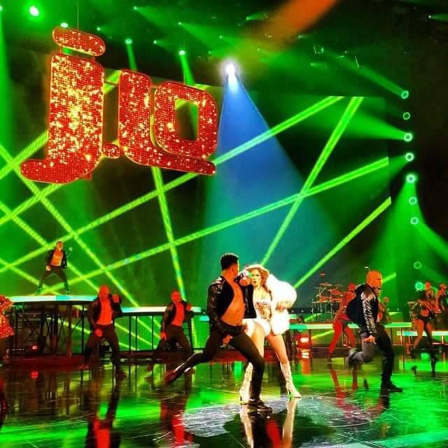 Jennifer Lopez 2014 New Year's SolaRay sign (2).jpg