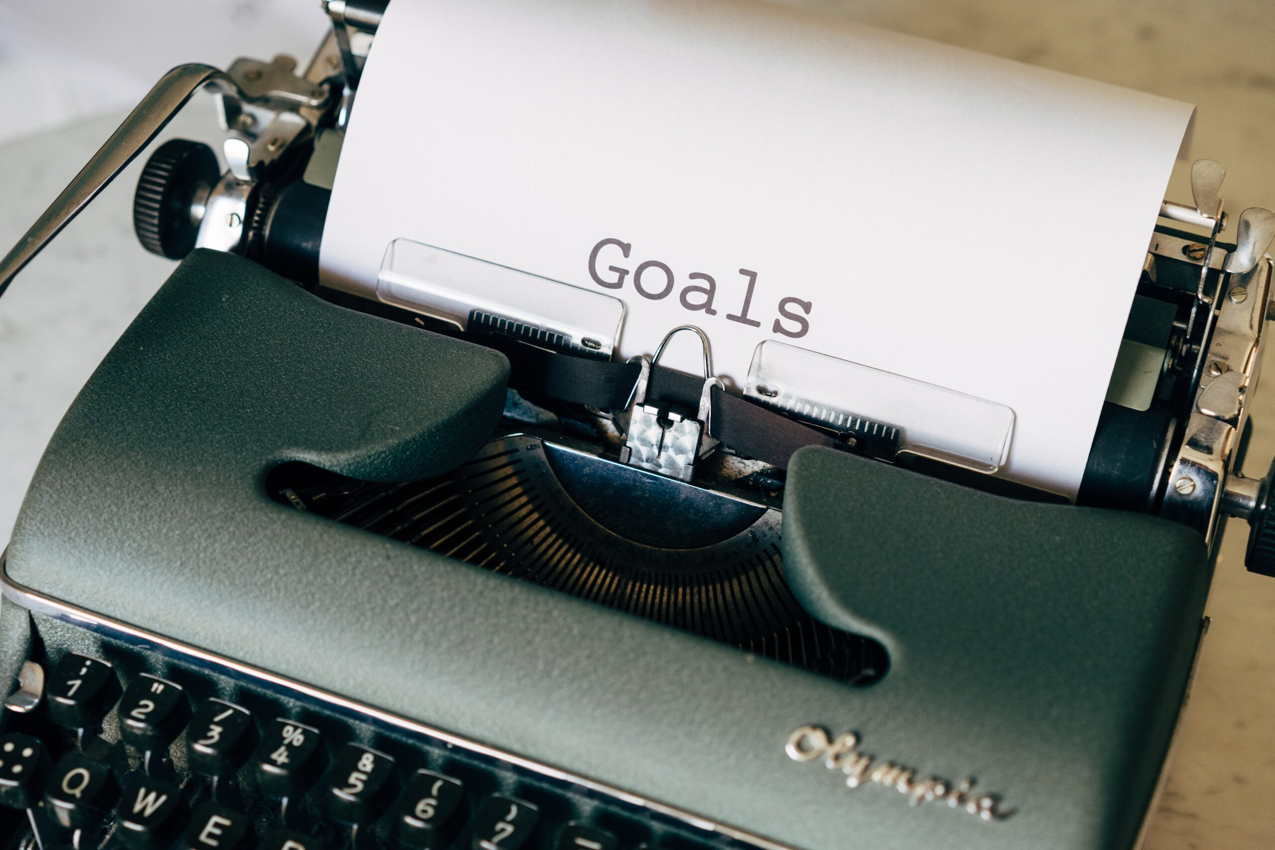 Image of a typewriter with word: Goals, on a piece of paper