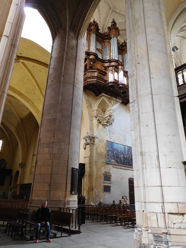 National monument and seat of the Archbishop of Toulouse, St Etienne Cathedral also boasts a beautiful pipe organ, encased in walnut and seeming to float 17 metres above the floor.