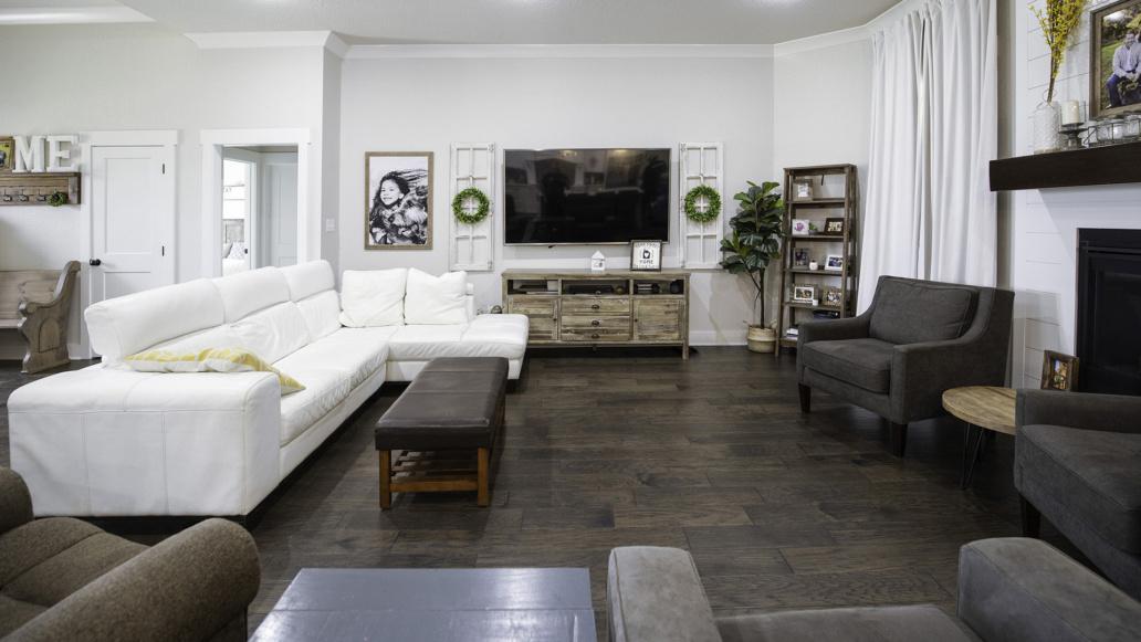 Real Estate Photography interior living room, family room, natural light, interior decor, interior design.