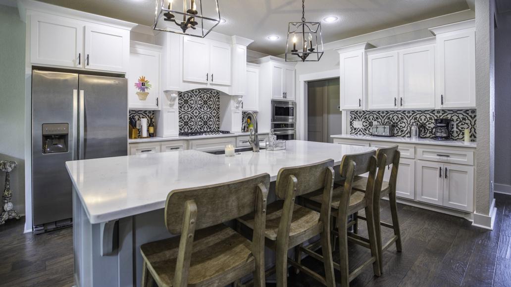 Real Estate Photography interior kitchen, kitchen island, natural light, interior decor, interior design.