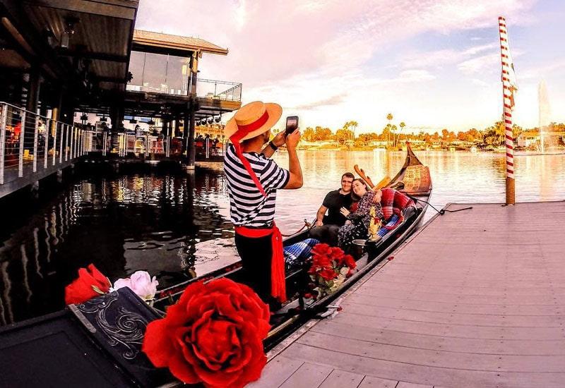 Gondola Photoshoots | Engagement Photos | Christmas Card Photos