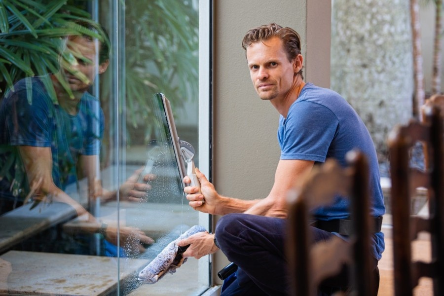 How to Get Quick and Efficient Repairing Services for Broken Glass Panes